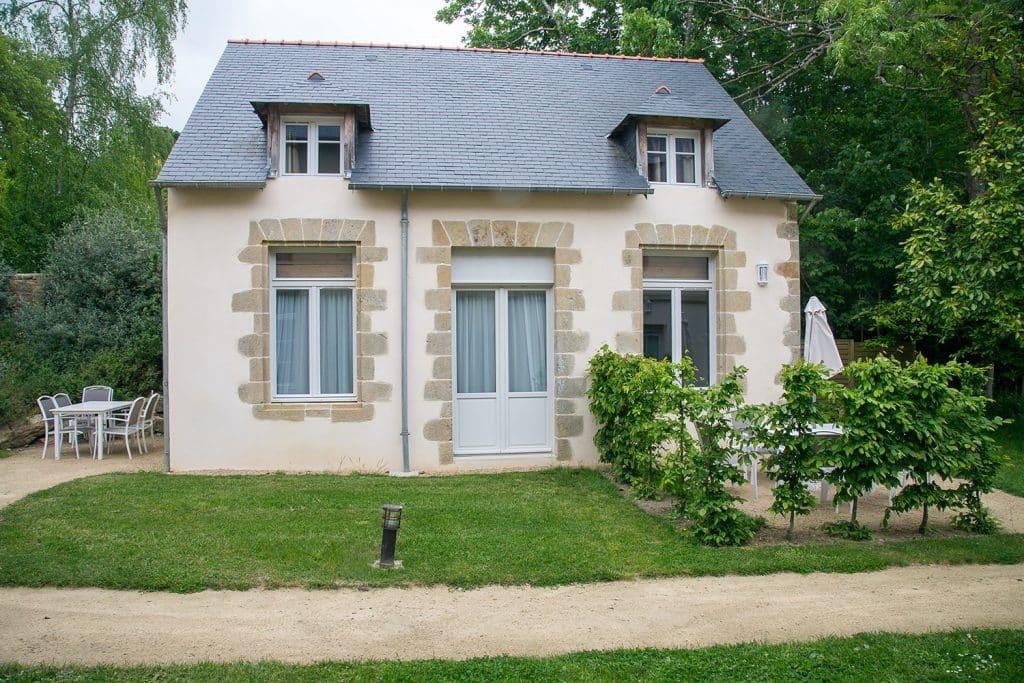 Façade fenêtre bois maison traditionnelle