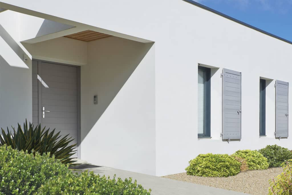Porte d'entrée aluminium décor lames horizontales