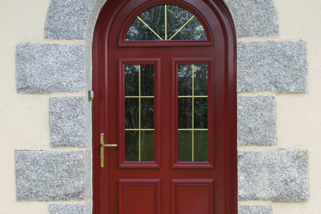 Porte d'entrée mixte bois / alu cintree