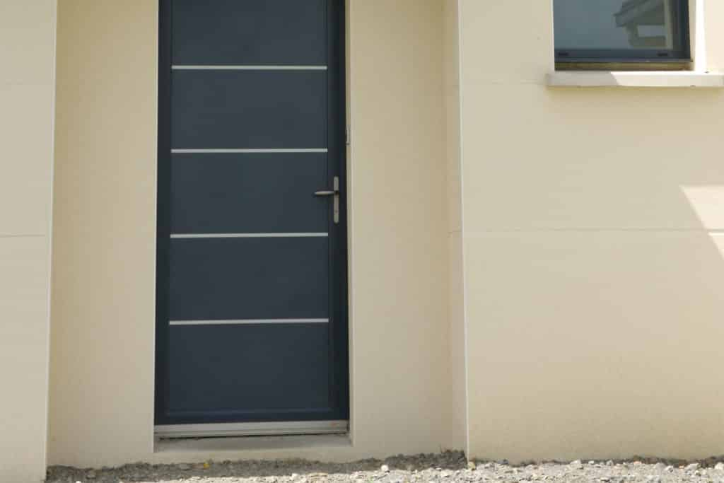 Porte d'entrée mixte bois / alu modèle contemporain