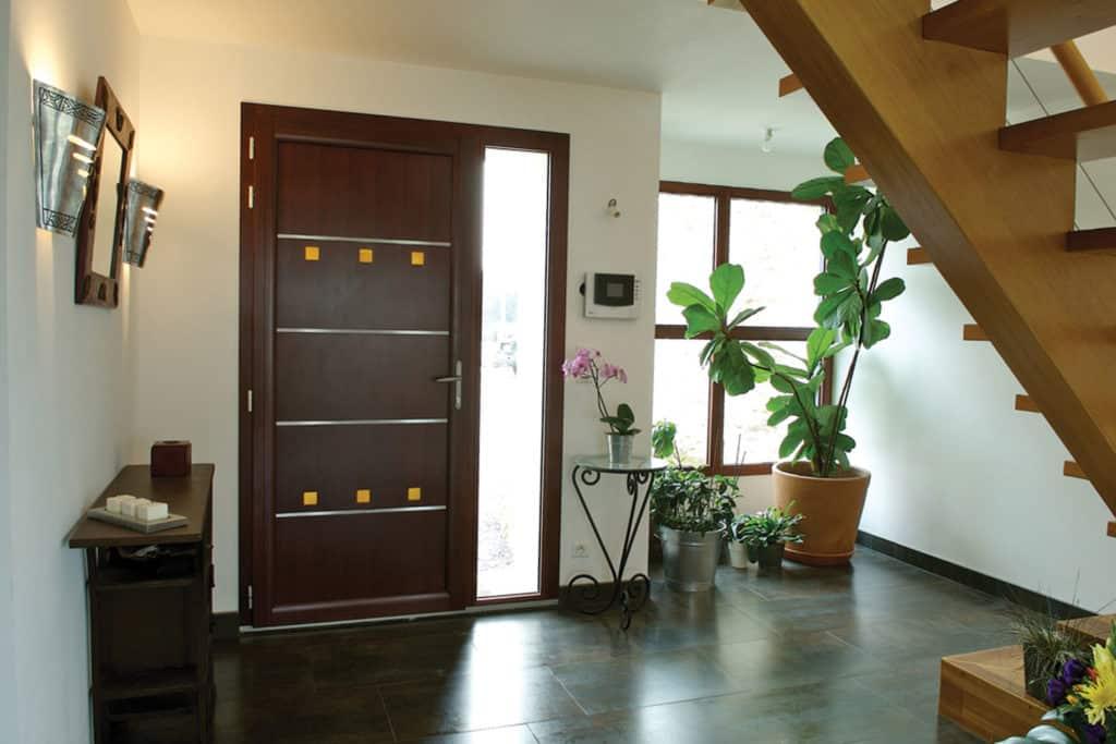Porte d'entrée mixte bois / alu vue intérieure