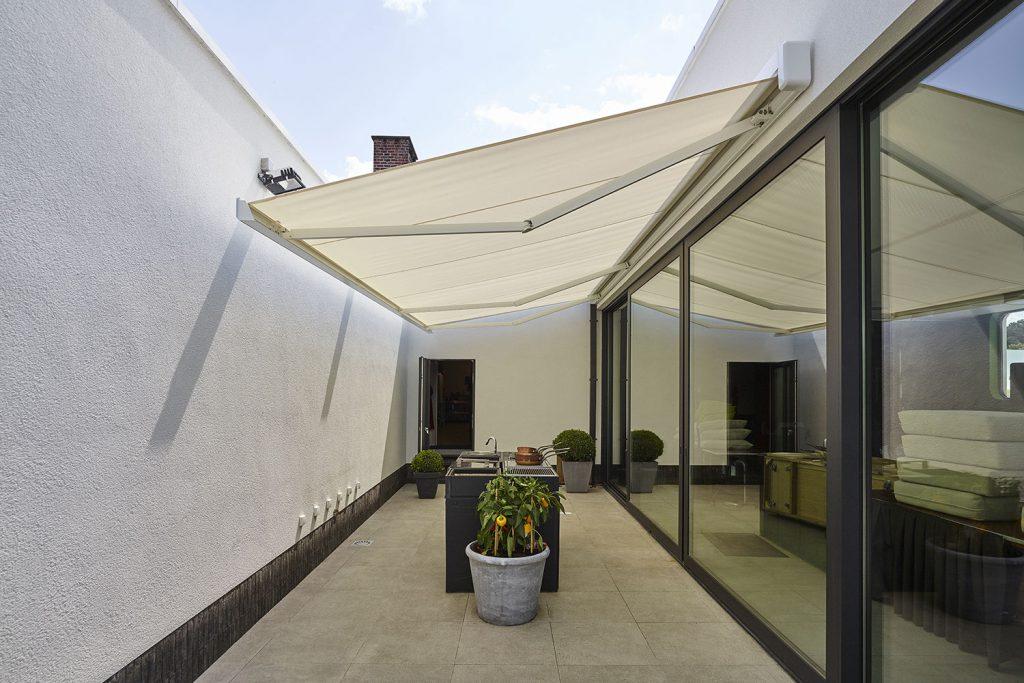 store sur mesure moustiquaire sur mesure et brise soleil renov 39 art. Black Bedroom Furniture Sets. Home Design Ideas