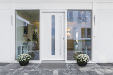 Porte d'entrée blanche